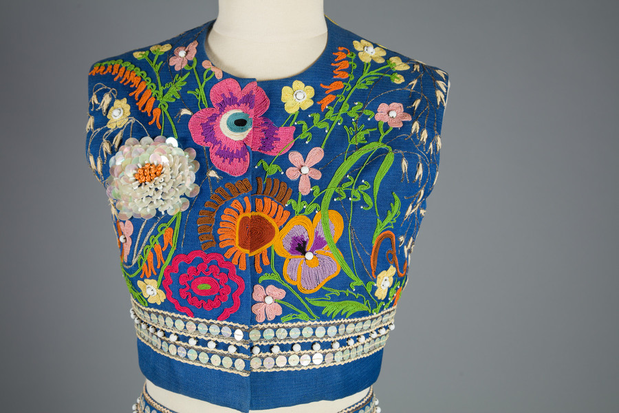 Bodice detail view.